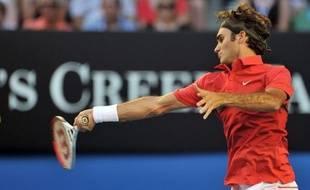 Roger Federer a encore une fois étalé toute sa classe pour accéder aux quarts de finale de l'Open d'Australie, où Rafael Nadal, toujours imperturbable, et Kim Clijsters, revenue de l'enfer, ont aussi pris place, dimanche à Melbourne.