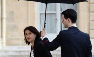 """La ministre du Logement Cécile Duflot a repoussé d'un an la date limite de la deuxième tranche des travaux de mise en sécurité des ascenseurs, une décision saluée par les associations de copropriétaires mais qui fait hurler à la """"démagogie"""" les fabricants d'ascenseurs."""