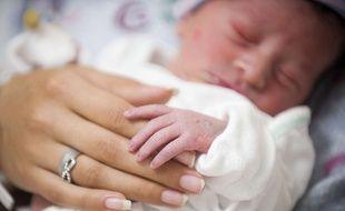 Illustration: un bébé âgé de 1 jour à l'hôpital en Californie.