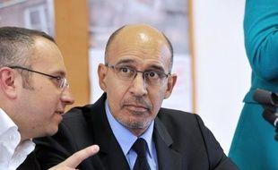 """Le Premier secrétaire du PS, Harlem Désir, a jugé dimanche que Jérôme Cahuzac avait """"pris la bonne décision, conforme à ses engagements"""", en ne se représentant pas à la législative partielle dans sa circonscription du Lot-et-Garonne."""