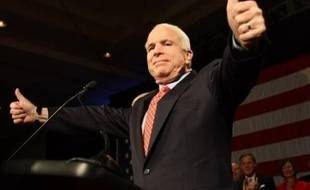 """Les candidats démocrates à la Maison Blanche Hillary Clinton et Barack Obama étaient au coude à coude mardi à l'occasion des primaires du """"super mardi"""" tandis que chez les républicains John McCain était crédité d'une sensible avance sur ses rivaux"""