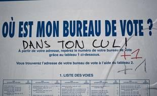 Illustrations: Panneaux d'affichage officiels des candidats finalistes pour la campagne de l'election presidentielle francaise. Certains affiches sont detournees, ou annotees de propos injurieux: