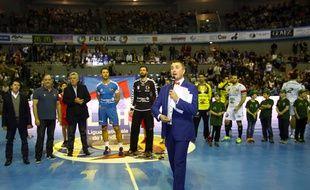 Le speaker Yoan Crouzillat lors du match de D1 de handball entre le Fenix et Nîmes, le 18 février 2015 au Palais des sports de Toulouse.