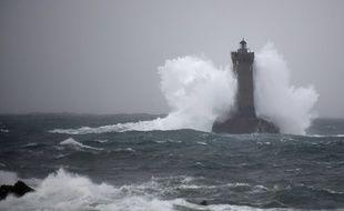 La tempête Amélie prive ce dimanche 100.000 foyers d'électricité