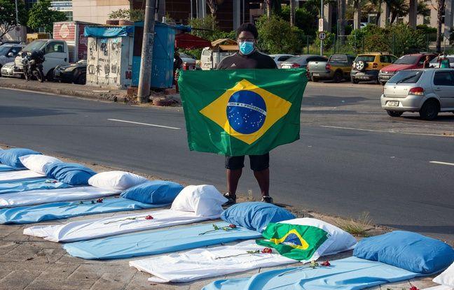 648x415 des lits installes par des manifestants devant le principal hopital de rio pour symboliser les morts