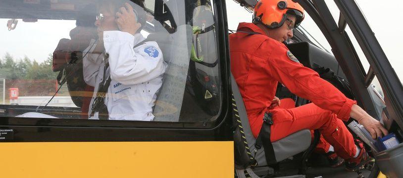 Le bébé a dû être évacué par hélicoptère (illustration).