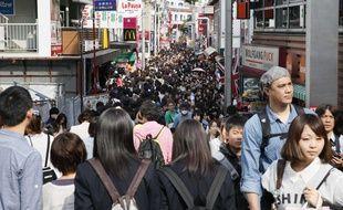 La rue Takeshita compte de nombreuses boutiques et est considérée comme le centre de la jeunesse et de la mode au Japon. Elle attire quotidiennement des dizaines de milliers de touristes internationaux.