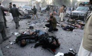 Au moins 16 personnes, en plus de l'ex-Premier ministre Benazir Bhutto, ont en outre été tuées dans cet attentat suicide qui a également fait au moins 56 blessés, a annoncé le gouvernement du Pakistan.