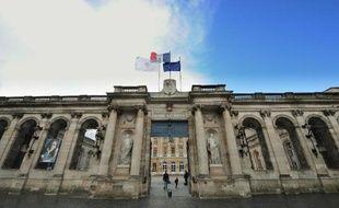 """Le président PS de la communauté urbaine de Bordeaux (CUB), Vincent Feltesse, a présenté jeudi matin son """"collectif de campagne"""", tandis que le maire UMP de Bordeaux, Alain Juppé, a dévoilé quelques heures plus tard ses """"comités de soutien"""", dans l'optique des élections municipales de 2014."""