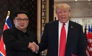 Donald Trump et Kim Jong-Un lors d'un sommet historique, le 12 juin 2018.