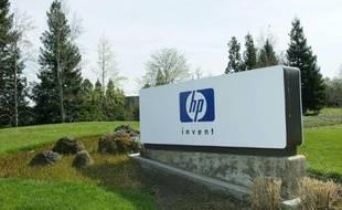 Le logo de Hewlett Packard au siège du groupe informatique à Palo Alto en Californie le 19 mars 2002