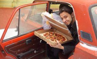 Le jeune Russe, faute d'avoir trouvé l'âme sœur, a décidé d'épouser une pizza.