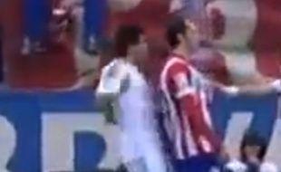 Pepe tente de faire expulser Diego Godin, le 2 mars 2014 à Vicente Calderon.