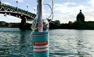 Toulouse il lance des «bouteilles à la france à déposer devant
