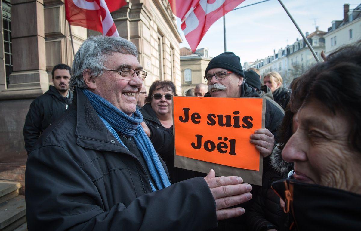 Mulhouse, le 26 février 2016. - Le syndicaliste CGT Joël Moreau a été condamné, ce vendredi, par le tribunal correctionnel de Mulhouse à 250 euros d'amende, ainsi que 500 euros avec sursis, pour des «outrages» envers des forces de l'ordre et le Premier ministre Manuel Valls à l'occasion d'une manifestation lundi 22 février 2016. – SEBASTIEN BOZON / AFP