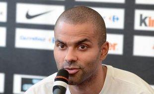 """Tony Parker, le meneur de jeu de l'équipe de France de basket-ball, a estimé mardi, lors d'un déplacement à Villeurbanne à la veille de son départ aux JO, que les Etats-Unis, adversaire dimanche de la France pour son premier match olympique, n'étaient """"pas imbattables""""."""
