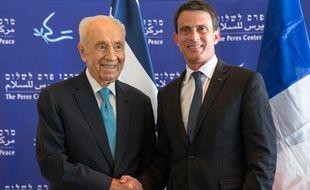 Manuel Valls et Shimon Peres à Tel-Aviv (Israël), le 23 mai 2016.