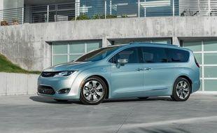 Le monospace Pacifica de Chrysler fera partie de la flotte des Google Cars.