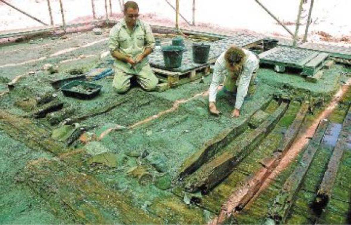 Le vaisseau romain, déterré en partie, transportait des denrées entre le IIe et le IIIe siècle. –  T. ROQUES / ANP / 20 MINUTES