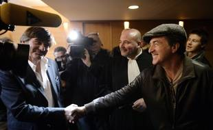 "Former police officer Michel Neyret (L) shakes hand with French actor Francois Cluzet (R) upon their arrival at Lyon's courthouse, on December 16, 2014, prior to a hearing regarding a libel suit against Cluzet for his purpose on Neyret.  Cluzet said in a press conference in March 2013 that Neyret ""might have stolen the loot of Tony Musulin"", a former security van driver known for having stolen 11.6 million euros from the Banque de France while on duty. AFP PHOTO/PHILIPPE DESMAZES"