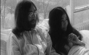 Le couple mythique John Lennon et Yoko Ono, lors de leur happening le plus célèbre