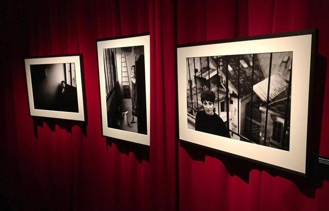 Des photos de Barbara, au début de sa carrière, présentées dans l'exposition à la Philharmonie de Paris.
