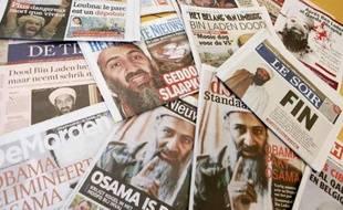 Photo du 3 mai 2011 à Bruxelles des unes de la presse mondiale diffusant la mort d'Oussama Ben Laden