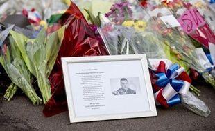 """L'autopsie du soldat Lee Rigby, tué il y a une semaine dans le sud de Londres, a établi qu'il était mort des suites de """"multiples entailles"""", a annoncé la police britannique."""