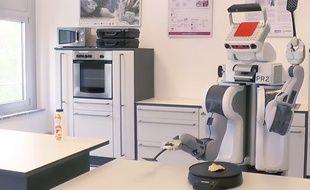 Le robot PR2 est capable de faire des pancakes tout seul.
