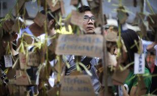 Des manifestants prodémocratie devant le siège du gouvernement à Hong Kong le 4 octobre 2014.