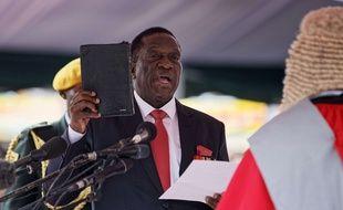 Emmerson Mnangagwa, prête serment pour la présidence du Zimbabwe, le 24 novembre 2017 à Harare