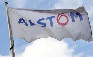 Le logo du groupe Alstom flottant à Levallois-Perret le 27 avril 2014