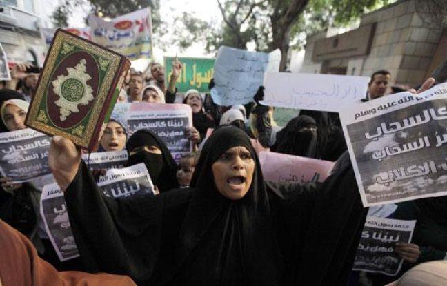 Des manifestants contre la diffusion d'un film américain anti-islam dans les rues du Caire (Egypte), le 11 septembre 2012.