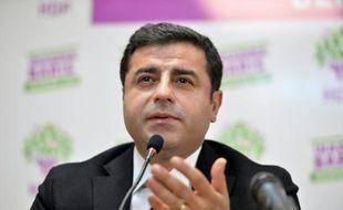 Selahattin Demirtas lors d'une conférence de presse à Ankara le 1er novembre 2015 après la publication des résultats
