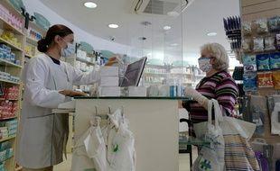 Une pharmacie à Nice.