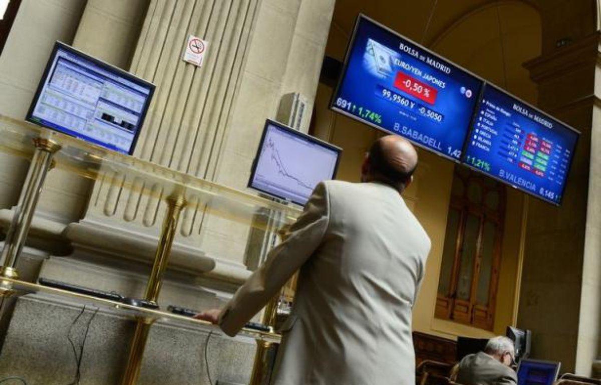 La victoire de la droite pro-européenne aux élections législatives grecques n'a pas réussi lundi à rétablir l'accalmie escomptée sur le marché de la dette où les taux espagnols à 10 ans franchissaient un nouveau record au-delà des 7% et les rendements italiens s'envolaient. – Javier Soriano afp.com