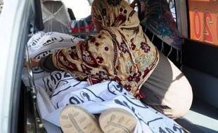 Une nouvelle série d'attaques contre une campagne anti-polio a fait trois morts mercredi au Pakistan forçant l'Unicef et l'Organisation mondiale de la santé (OMS) à suspendre leurs activités visant à éradiquer cette maladie virale encore endémique dans le pays.