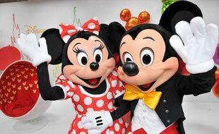 Mickey et Minnie au parc Disneyland Paris.