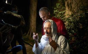 Devant les médias Sophie Pétronin à peine libéré a évoqué ses envies de repartir pour le Mali