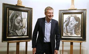 L'oligarque russe Dmitry Rybolovlev remet à la justice française, le 16 septembre 2015 à Paris, deux tableaux de Picasso présumés volés et qu'il avait acquis auprès du négociant d'art suisse Yves Bouvier