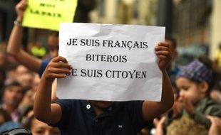 Des manifestants à Beziers contre le maire Robert Menard accusé de ficher les élèves de sa commune, le 8 mai 2015