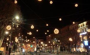 Les illuminations de la place Esquirol.