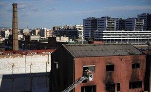 L'incendie d'un entrepôt désaffecté à Badalone, près de Barcelone (Espagne) a fait trois morts mercredi 9 décembre 2020.