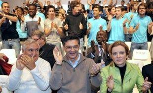 L'UMP a entonné sans réserve l'air de l'unité et du débat d'idées, lors de son université d'été samedi à Royan (Charente-Maritime), un impératif dans les difficultés économiques actuelles, mais aussi un bon moyen de se distinguer d'un PS en crise.