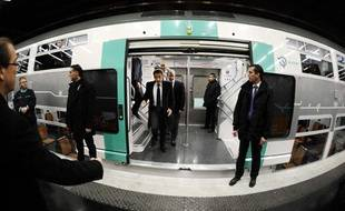Nicolas Sarkozy, lors de l'inauguration de la nouvelle rame du RER A, le 5 décembre 2011.