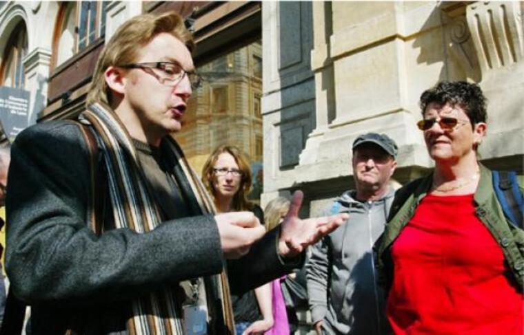 Le guide Nicolas Le Breton narre l'assassinat de Sadi Carnot rue de la Ré, àLyon.