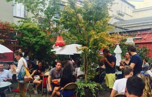 Aperçu de la terrasse végétale du Bar à Bulles, au dessus de la Machine du Moulin Rouge