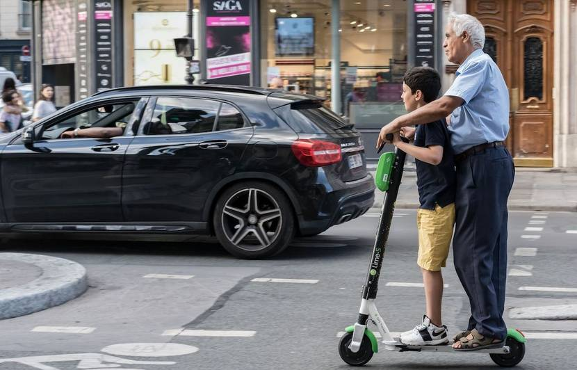 Paris: « Oui, on est au courant des règles, mais... », que donne l'entrée des trottinettes dans le code de la route?