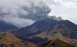 A photo shows Mt. Nakadake, one of the five peaks of Mt. Aso sending a valcanic smoke  in Kumamoto Prefecture, southern Japan on Nov. 27, 2014. The 1592-meter active volcanc mountain is the largest volcano in Japan and has the largest calderas in the world.  Nakadake has remained active and  ( The Yomiuri Shimbun via AP Images )/YOMIU/365895949459/JAPAN OUT/1411261716
