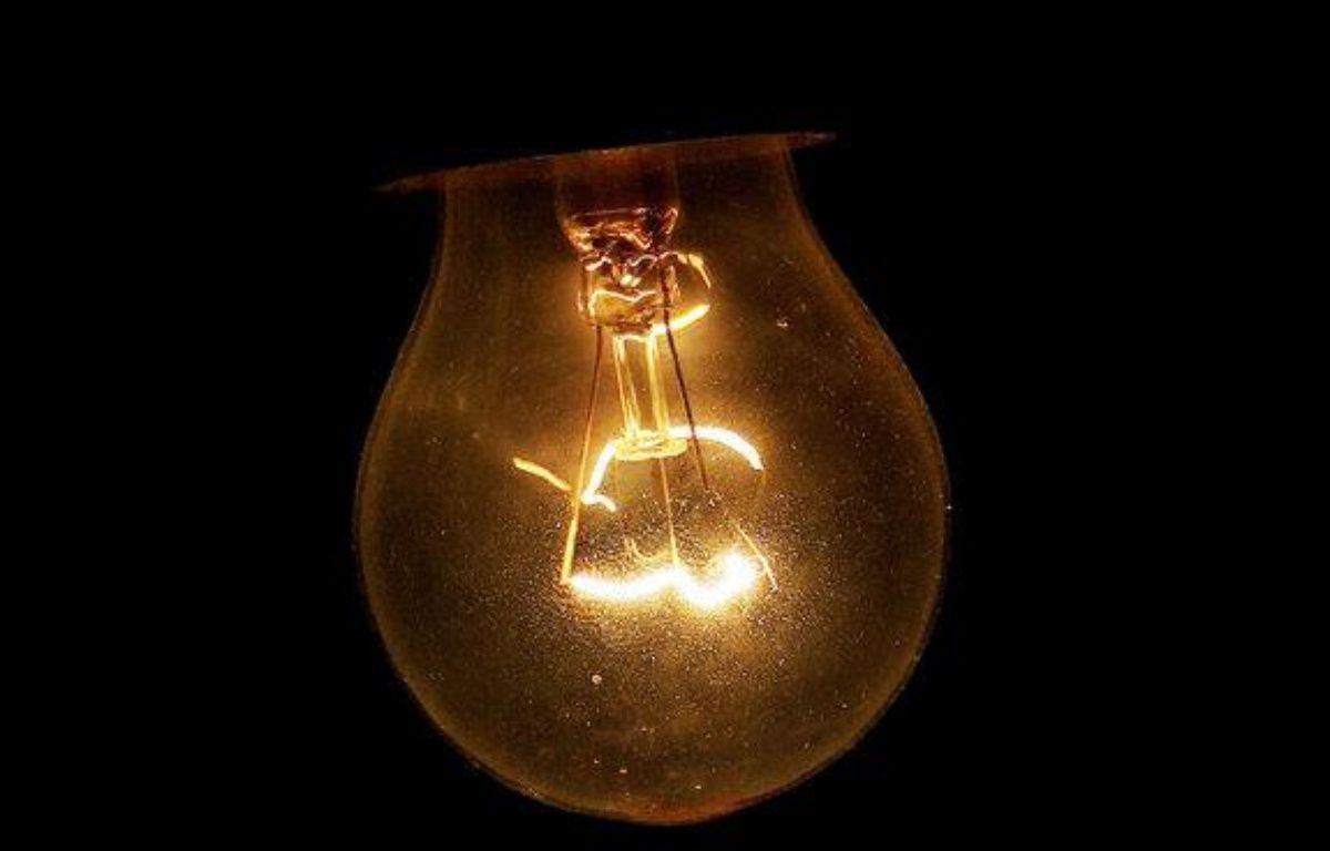 Une ampoule à incandescence. – Photo Flickr CC/ By Eisenheim